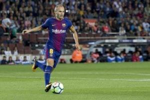 سيغادر أسطورة برشلونة أندريس إنيستا النادي الإسباني في نهاية الموسم