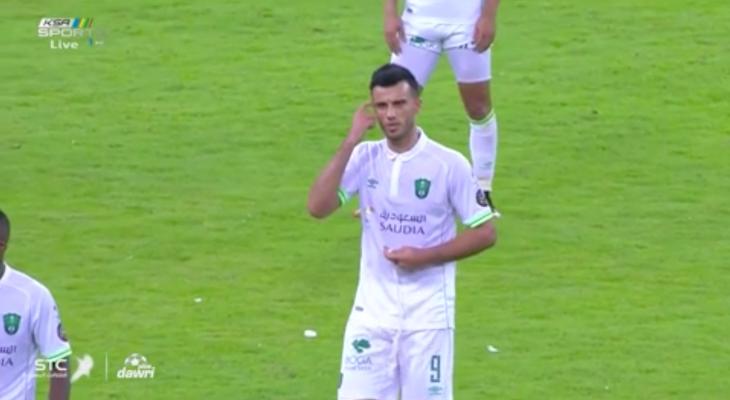 عمر السومة يغادر الملعب غاضباً من مدربه سرجي ريبروف (فيديو)