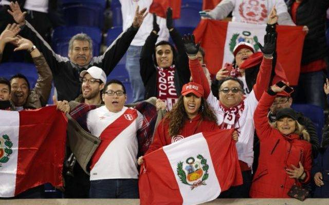 البيرو تحتفل بعودتها إلى المونديال بعد غيابها الطويل