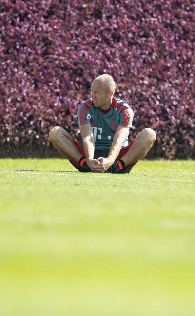 هل يقرر آريين روبن الاستمرار في كرة القدم ؟