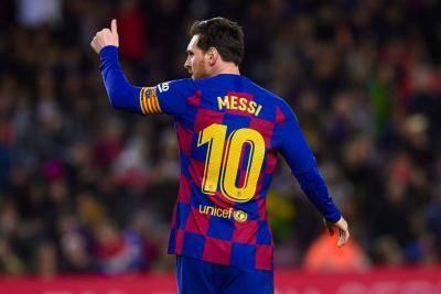 ميسي سيبقى مع برشلونة لموسمين إضافيين دون زيادة في راتبه