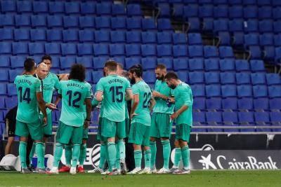 هل يزيح ريال مدريد برشلونة عن عرش الليغا
