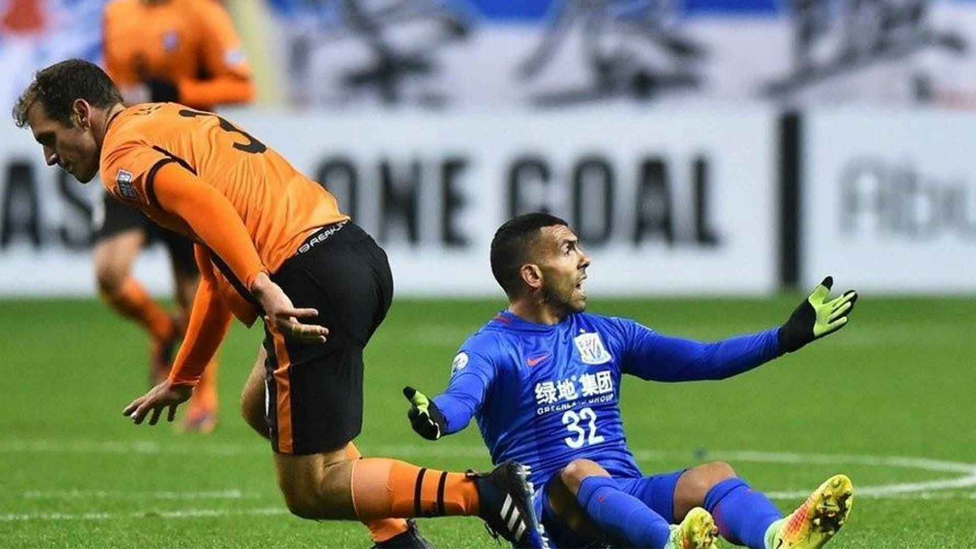 Shanghai Shenhua official denies Tevez banishment claims