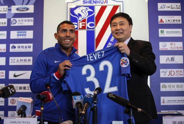 Carlos Tevez's agent denies transfer rumors