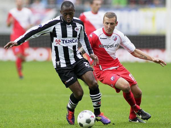 Cameroon midfielder Willie Overtoom go on trial with Persib Bandung