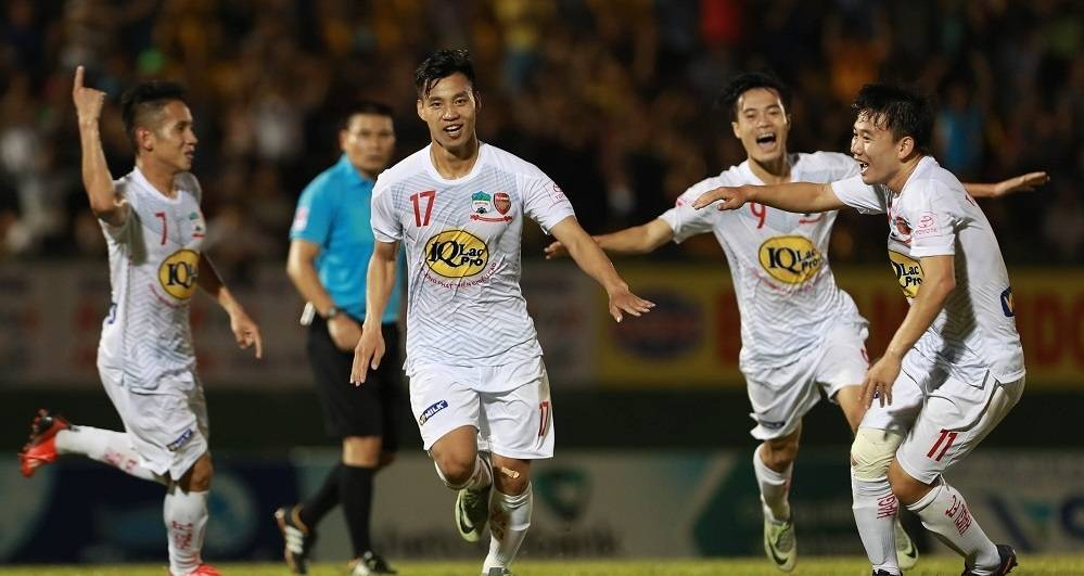 Potential European move possible for Vietnamese defender Vu Van Thanh