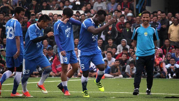 Michael Essien sends Persib Bandung top in Indonesia Liga 1