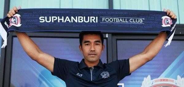 Rangsan Viwatchaichok retires from professional football