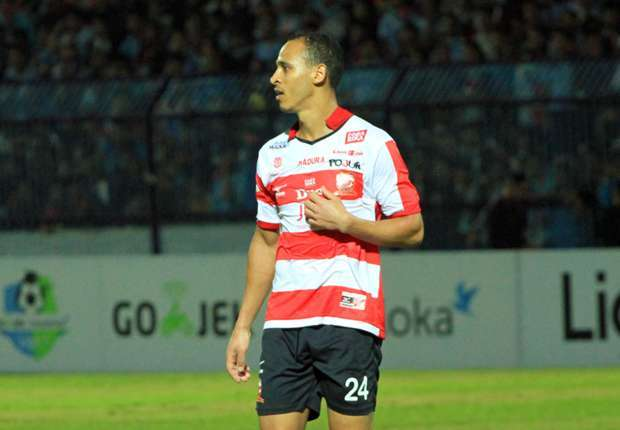 Peter Odemwingie's hat-trick gains big win for Madura United