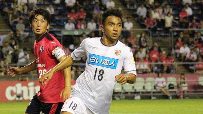 Chanathip Songkrasin makes impressive debut for Consadole Sapporo