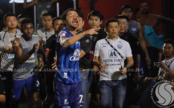 Thiago Cunha sent off for sparking violence during mass brawl in Thai League 1