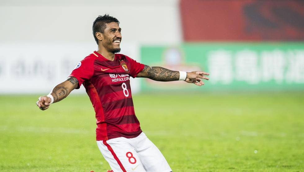 Paulinho returns to China to celebrate Chinese Super League title with former team-mates