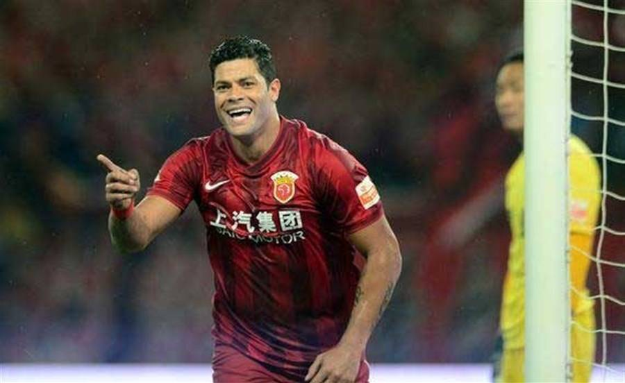 Andre Villas-Boas and Hulk banned for protesting over Oscar suspension