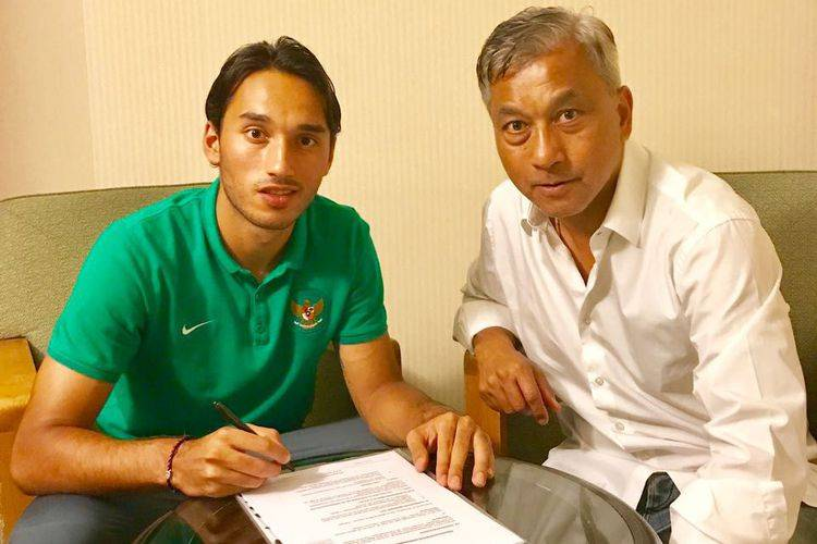 Indonesia young striker Ezra Walian signs with Almere City FC