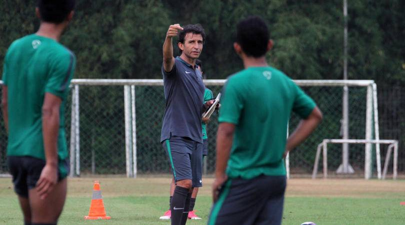 Gavin Kwan begs Luis Milla to stay as Indonesia head coach