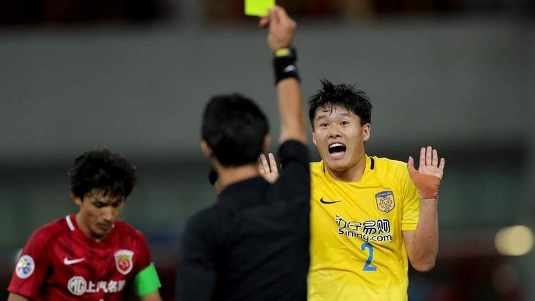 Chinese referee ends second division match early to catch flight