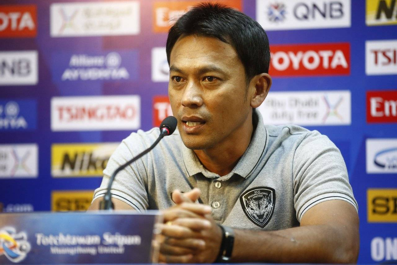 Muangthong United coach refuses giving up title chase after disappointing draw to Sisaket