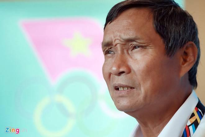 """Vietnam women's football coach Mai Duc Chung """"ready"""" to replace Nguyen Huu Thang"""