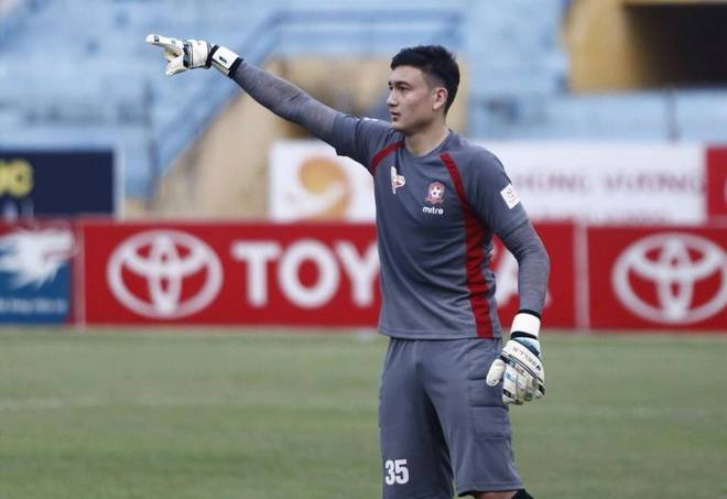 Vietnam national team goalkeeper in hospital after clash with coach