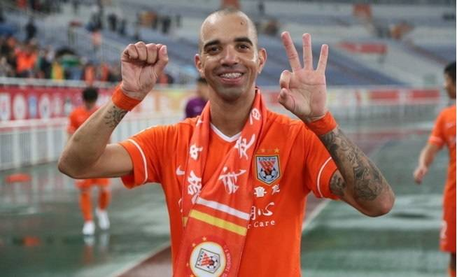 Shandong Luneng striker Diego Tardelli returns to Brazil national team squad