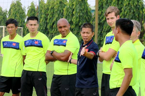 Vietnam national team goalkeepers to receive lesson from coach Jason Brown