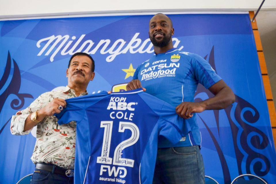 Carlton Cole criticizes Persib Bandung manager Umuh Muchtar