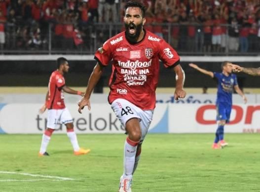 Felda United target Bali United's striker Sylvano Comvalius