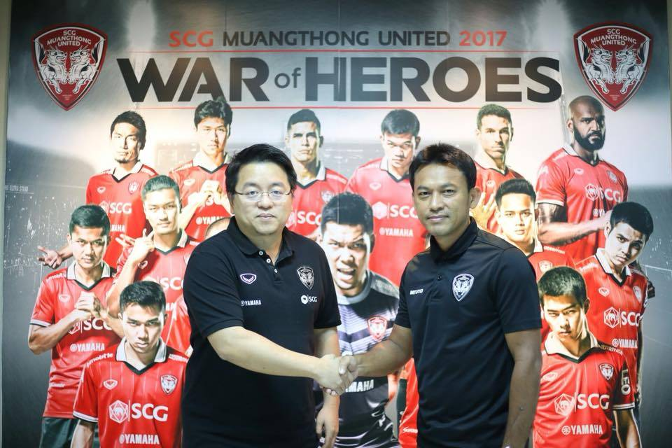 CoachTotchtawan Sripan extends contract with Muangthong United