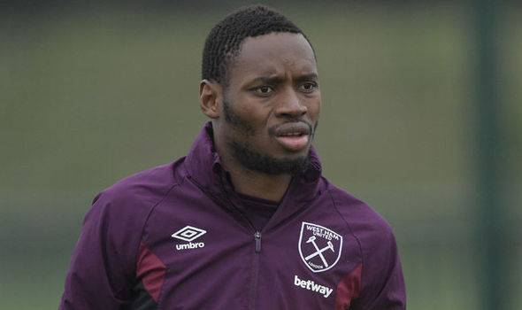 West Ham striker Diafra Sakho in talk to join Shanghai Shenhua