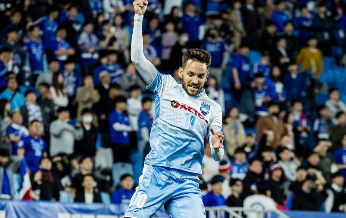 Sydney FC keep ACL knockout hopes alive with stunning win over Suwon Bluewings