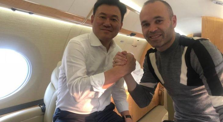 Iniesta reveals Japan move, poses with Vissel owner Mikitani