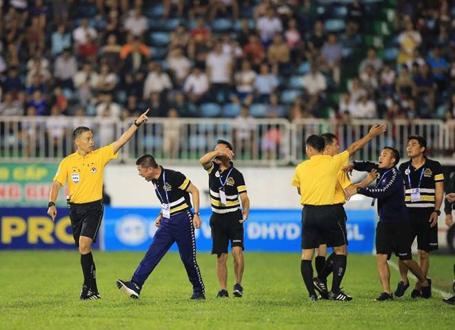 Hanoi FC coach and captain slapped with heavy fines for sparking mass brawl