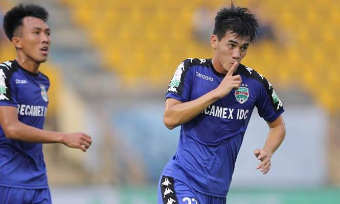 20-year-old Nguyen Tien Linh becomes second player to score four goal in a V.League match