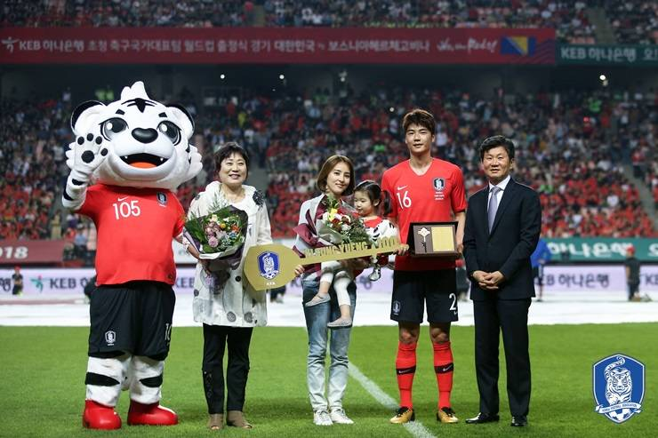 Korea's key player Ki Sung-yueng joins FIFA Century Club while the team gets defeated 1:3