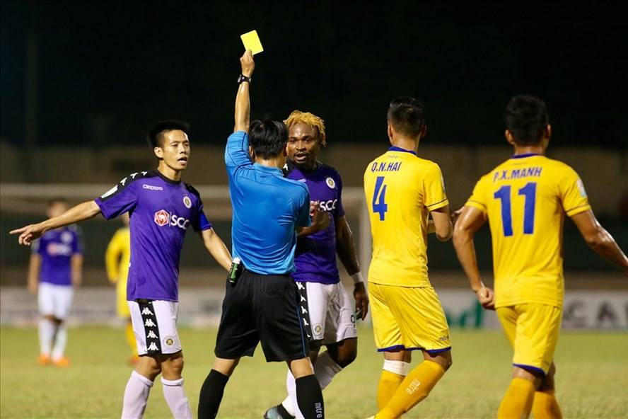 2018 V-League's top scorer Ganiyu Oseni hit with two-match ban for violent conduct