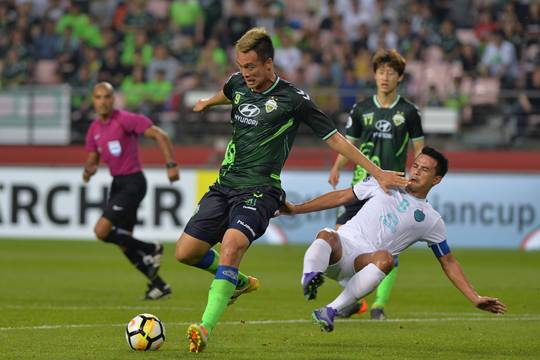 Jeonbuk Striker Kim Shin-wook: If coach wants me as a centre-back, I'll be one