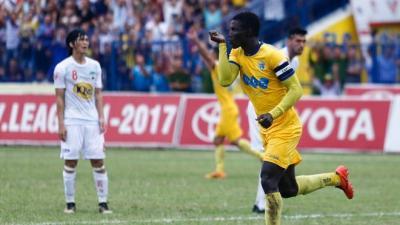 Hanoi FC Sign Star Striker Pape Omar Faye