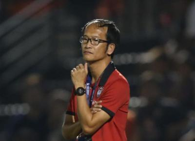Coach Pairoj Resigns Post as Muangthong Boss