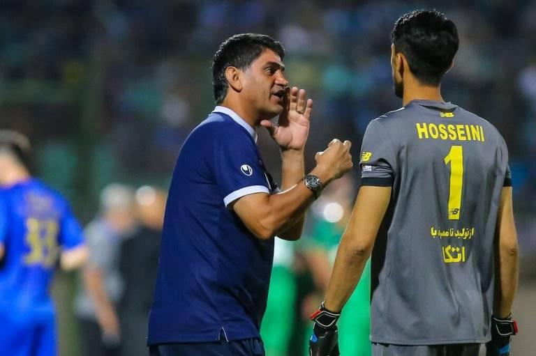 Esteghlal goalkeeper suffers wrist injury