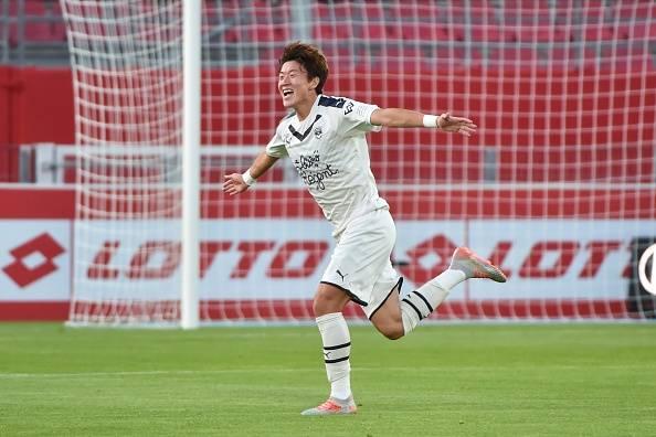 The ex-Gamba Osaka Korean star Hwang Ui-jo continues to shine in League 1