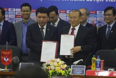Park Hang-Seo Signs Contract Extension with Vietnam