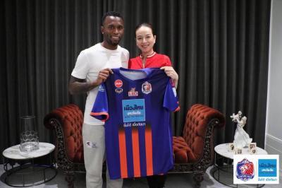 Muangthong Striker Heberty Signs for Port