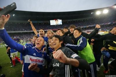Theerathon Powers 10-Men Marinos to J1 Title