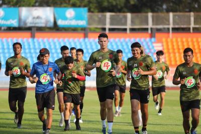 Prachuap Sign Baihakki Khaizan and Yoo Jun-Soo