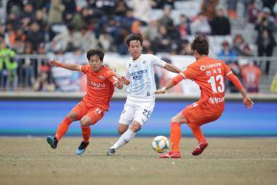Gangwon Lose Ground After Loss Against Ulsan