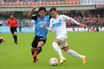 Leaders Frontale Gets Nasty Consadole Surprise