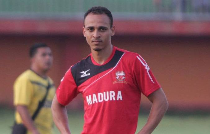 Peter Odemwingie to leave Madura United due to conflict with club's president