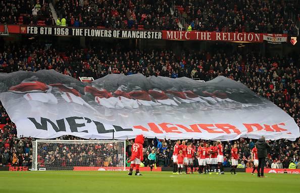 Manchester United tak berkutik di peringkat enam.