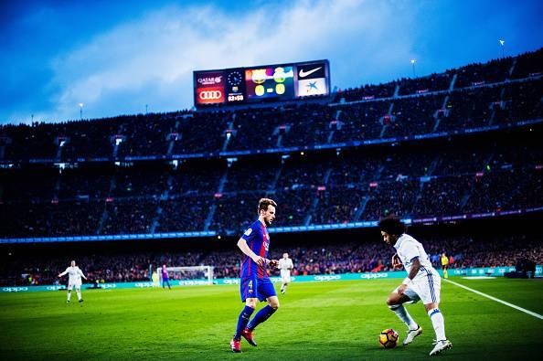Laga El Clasico antara Barcelona dengan Real Madrid.