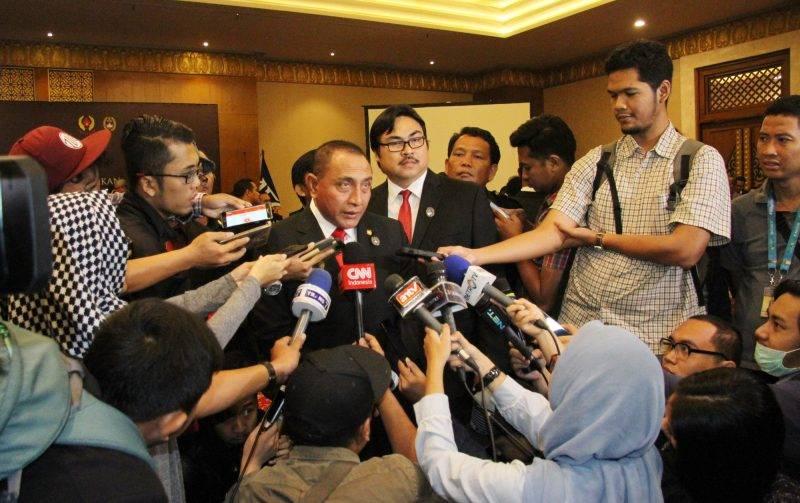 Liga 1 Indonesia kembali diundur.